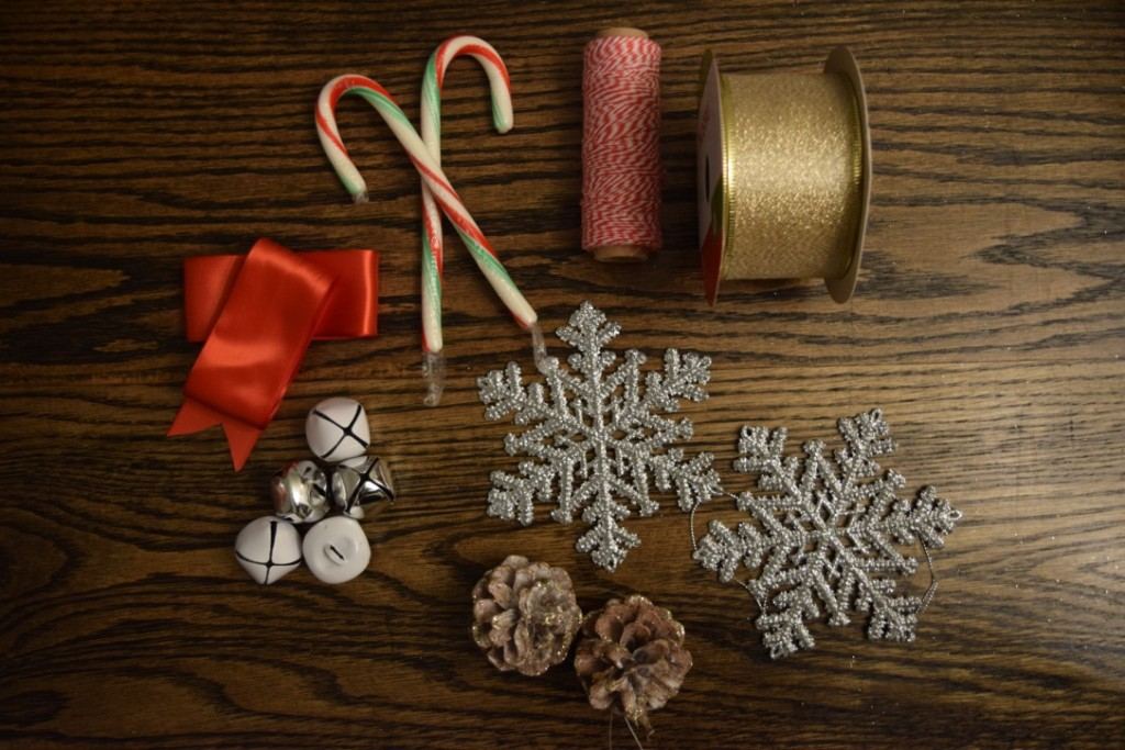 DIY Christmas gift wrapping and easy Christmas wrapping ideas.